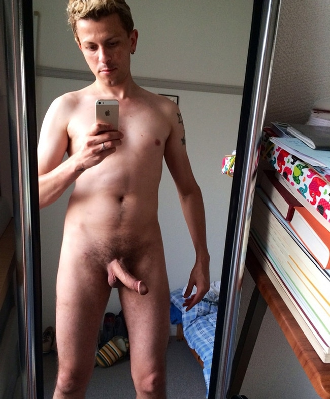 Nude Guy Self Picture